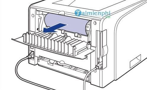 Kéo chiều ngược lại nếu giấy máy in bị kẹt ở phần dưới